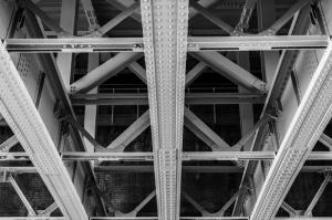 Architectuur - Under the bridge London.