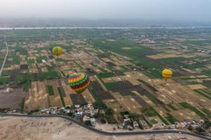 Landschappen - Hot air balloons over Luxor