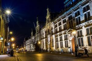 Stad - Stadhuis Leiden bij nacht