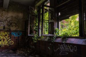 Urbex - Natuur kijkt naar binnen, Cheratte